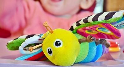 Lernspielzeug für Babys und Kleinkinder