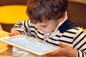 Kinder & Internet: Ab wann und wie viel ist gut für den Nachwuchs?