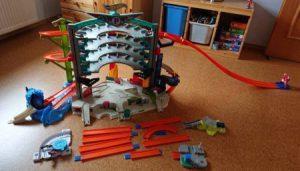 Spielzeug-Parkhaus für Kinder im Vergleich
