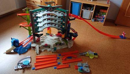Hot Wheels Spielzeug Parkhaus Kinder