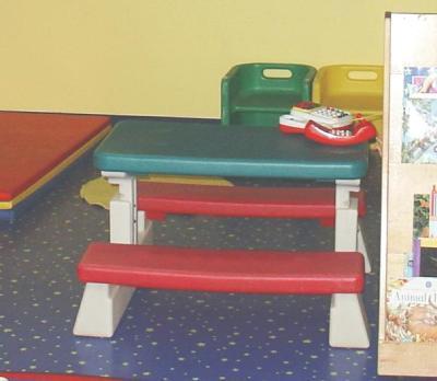 Kindersitzgruppe mit Bank