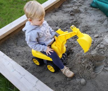 aufsitzbagger sandkasten jungen